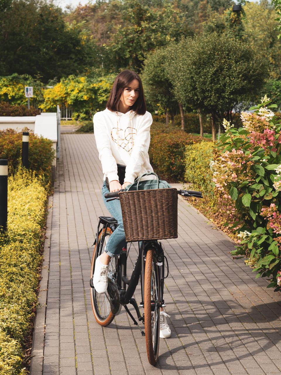 Do zdjęć na rowerze pozowałam bez kasku, ale oczywiście zawsze jeżdżę w kasku. I Wam również to polecam!